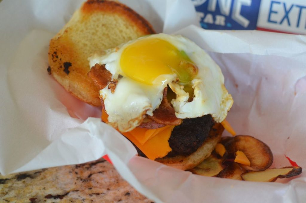 Bacon, Egg, and Potato Burger by Mooshu Jenne #LoneStarEggs