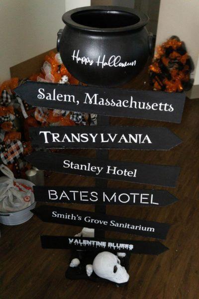 Halloween Candy Cauldron Stand