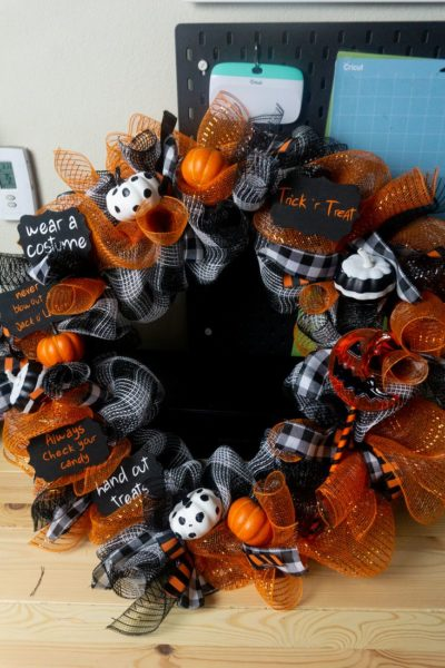 Trick 'r Treat Wreath on wood